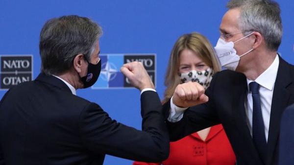 外媒述评:布林肯首次访欧既拥抱也施压