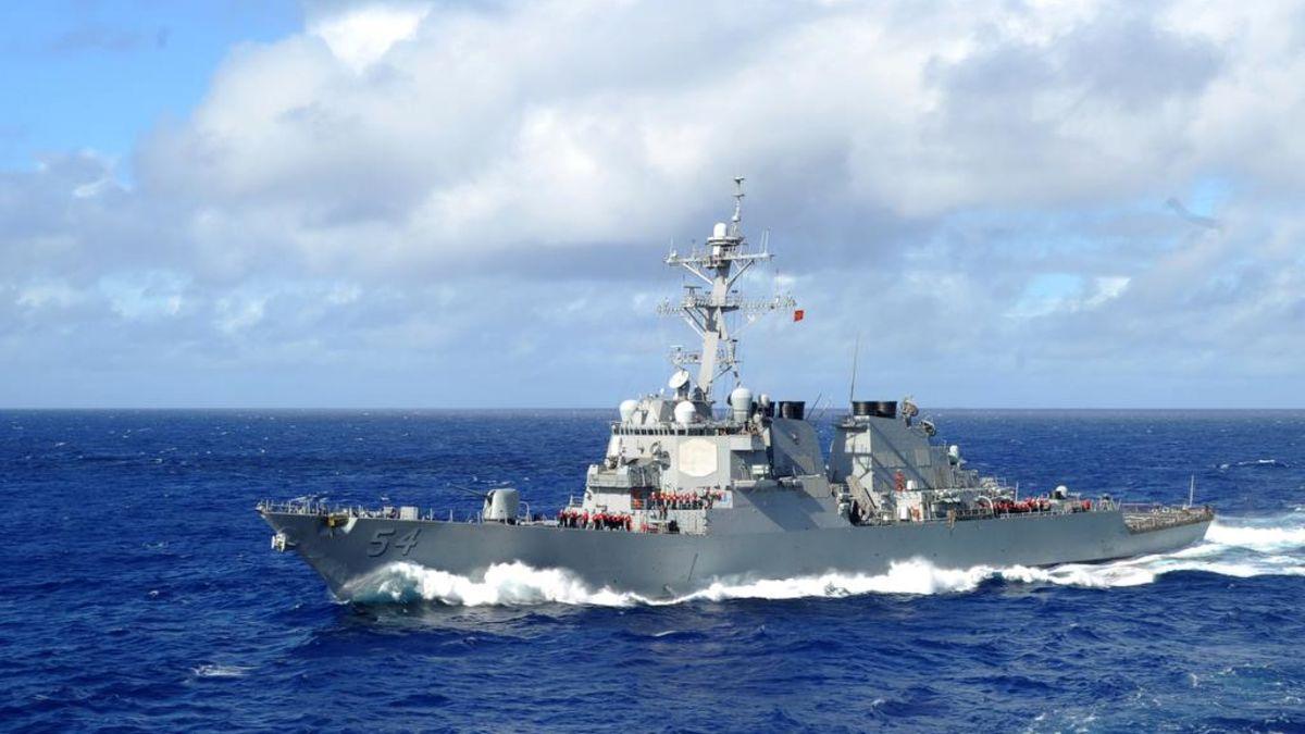 境外媒体:美舰东海南海频频炫耀武力