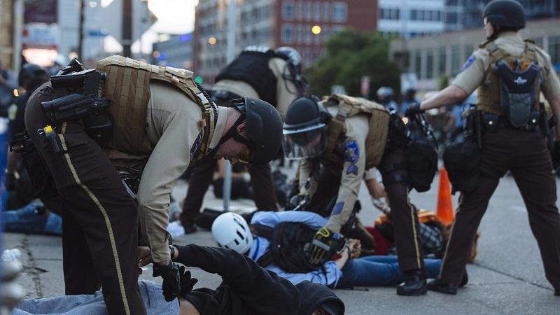 """境外媒体:美国警界偏见催生""""沉默的亚裔"""""""