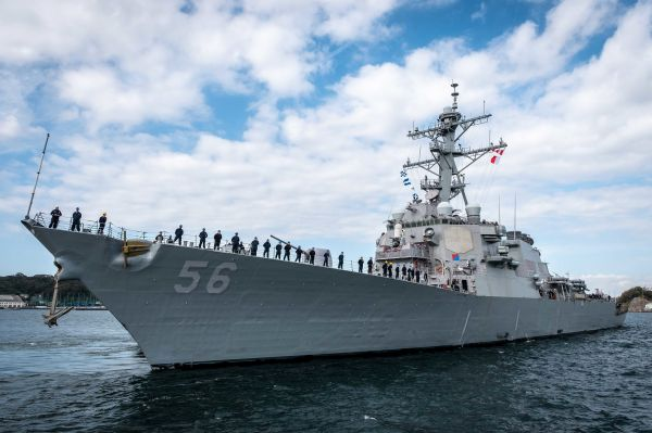 """准备再次启航的美海军""""麦凯恩""""号驱逐舰"""