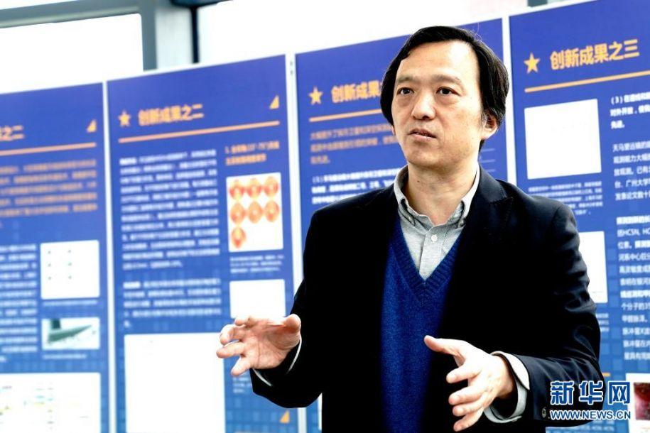 4月14日,上海天文台台长沈志强在介绍黑洞的最新观测成果。新华社记者 张建松 摄