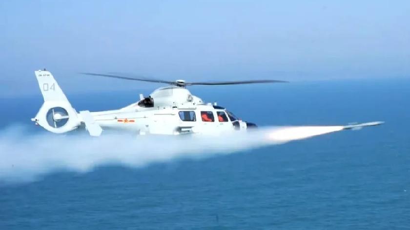 海上猎手!东部战区海航直升机实射反舰导弹