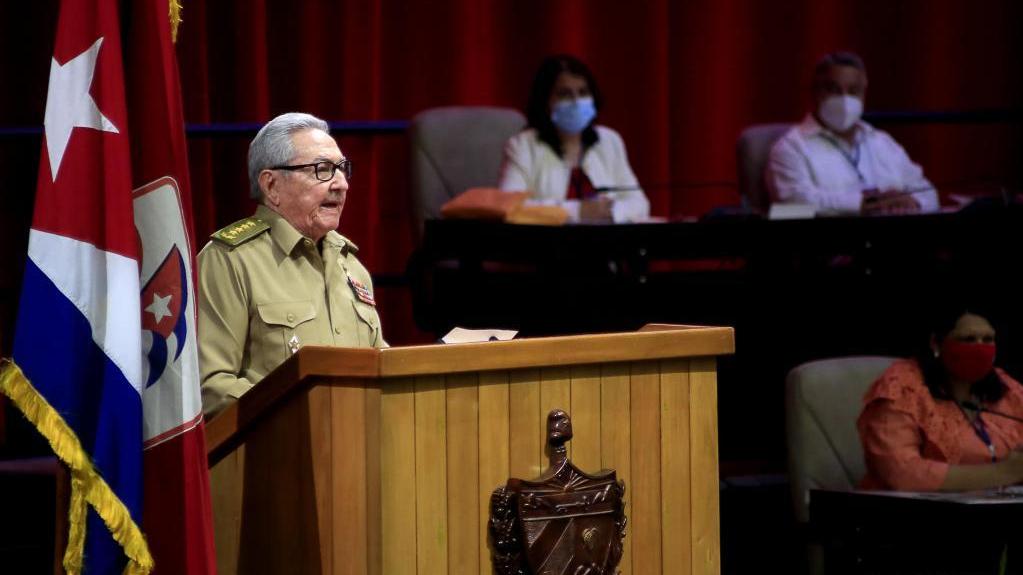 勞爾·卡斯特羅宣布卸任古共中央第一書記