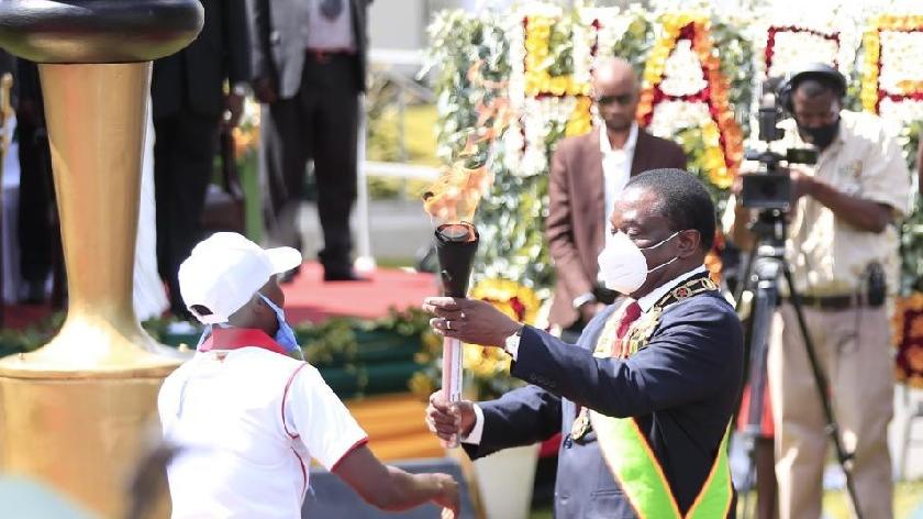 津巴布韋總統獨立日致辭感謝中國抗疫支援