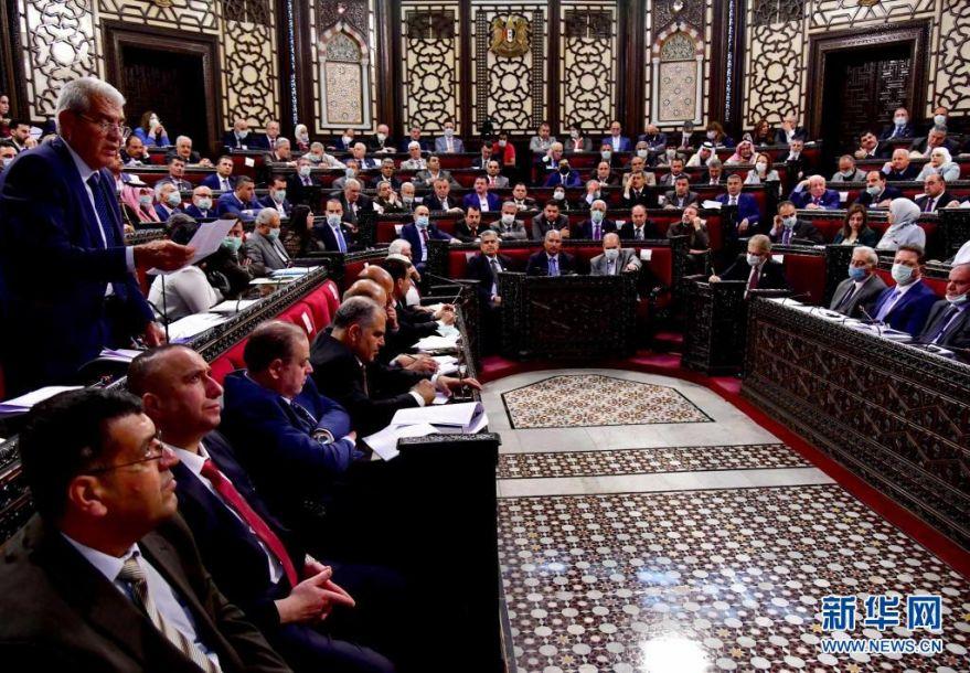 这是4月18日在叙利亚大马士革拍摄的议会会议现场。新华社发(阿马尔·萨法尔贾拉尼摄)