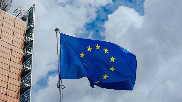 """西媒文章:欧洲缘何成了""""最受伤的一极"""""""