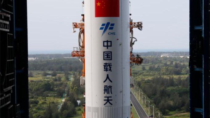 中国空间站天和核心舱器箭组合体转运至发射区