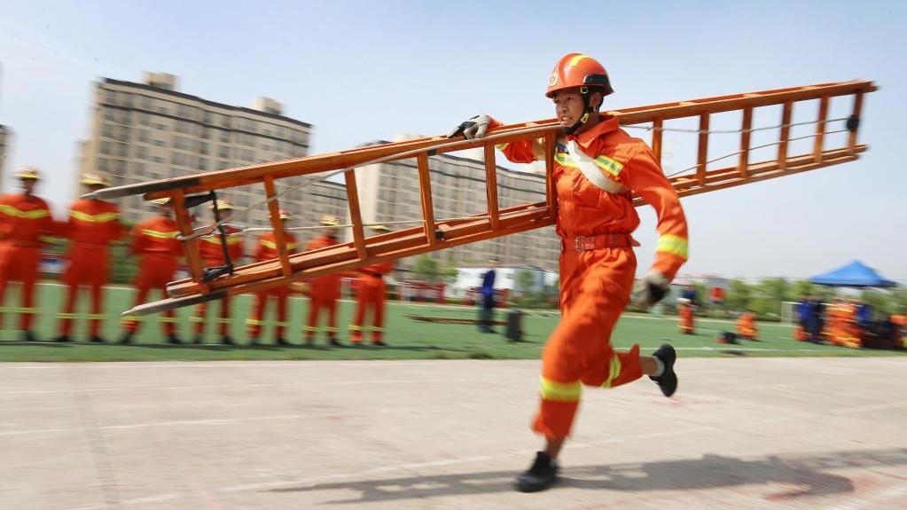 消防运动会 竞赛练技能