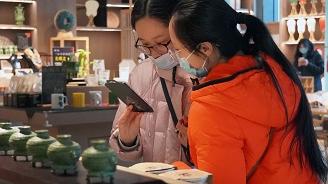 """外媒:中国年轻人""""盲盒""""热有隐忧"""