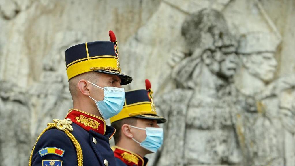 罗马尼亚举行仪式庆祝老兵节