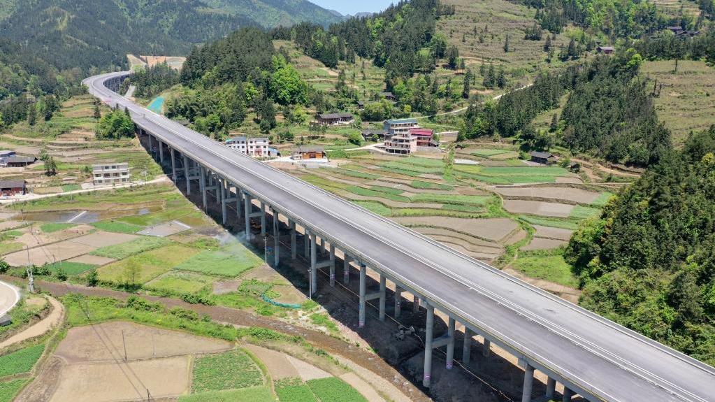 贵州:秀印高速加紧建设