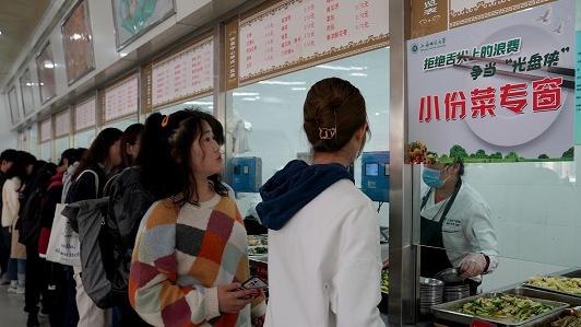 """外媒关注中国反食品浪费法获通过:点餐浪费收费 严惩传播""""吃播"""""""