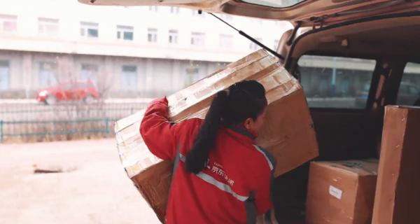 """五一勞動節這個視頻火了!44歲的她把""""一人快遞站""""建在茫茫雪原"""
