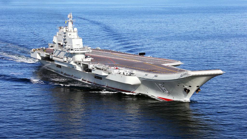 """外媒评述中国海军""""双航母出巡"""":回击美军施压 锤炼远海战力"""