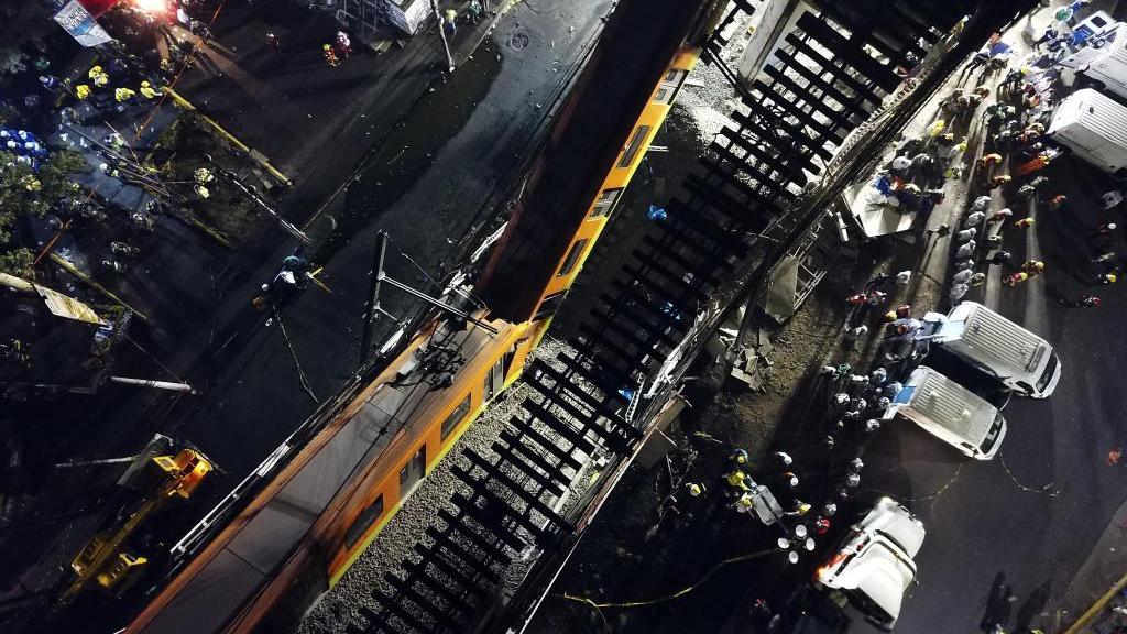 直击墨西哥首都桥梁坍塌事故现场