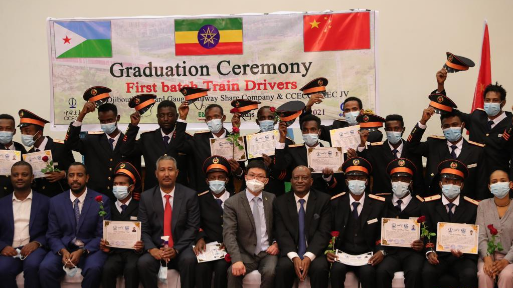 一批接受中国培训的埃塞火车司机获颁资格证书