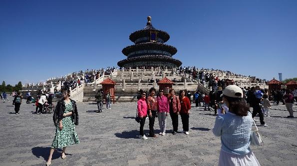 外媒关注:中国过节不忘严格防疫