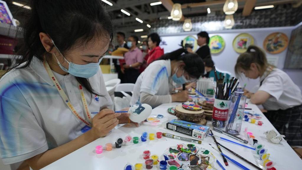 全国第六届大学生艺术展演活动在成都启动