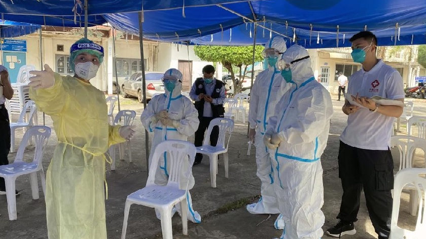 中国专家组考察老挝新冠病毒采样点