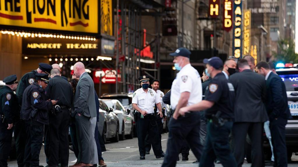 美国纽约时报广场枪击事件致3人受伤