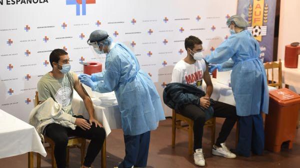 中国疫苗成多国抗疫可靠选择 港媒:中国做实事美国做秀