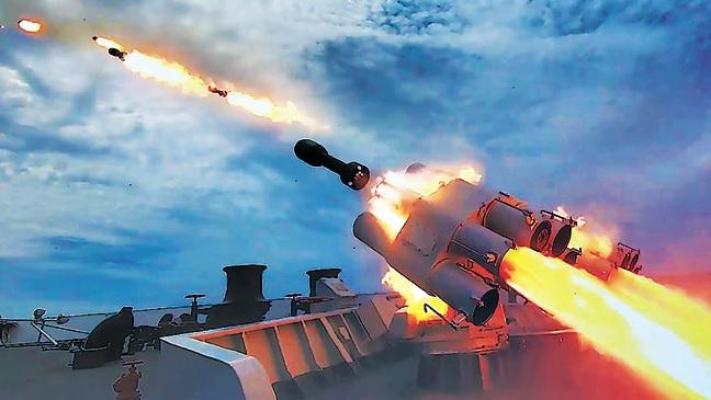 火力齐射!北部战区海军某驱逐舰支队演练