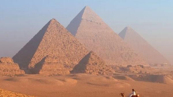 谁建造了埃及金字塔?研究人员排除了……