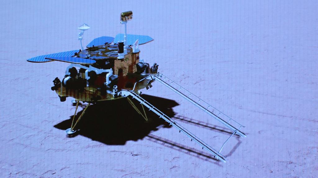祝融号火星车首次通过环绕器传回遥测数据