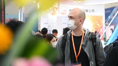 日媒:中国人网上爆买带火跨境电商