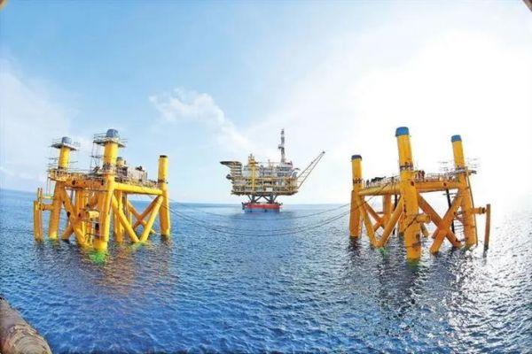陆丰14-4中心平台是中国自主设计并建造的最大的海上石油生产平台