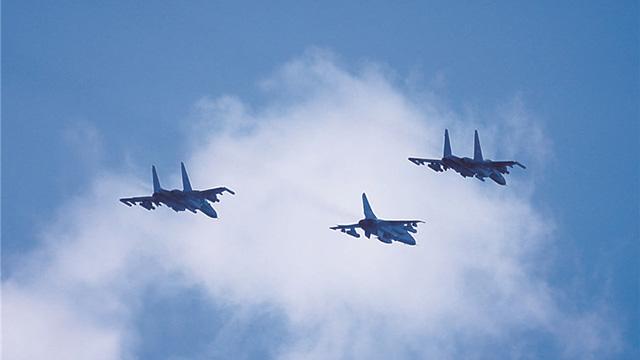 多机种联训!看南部战区空军某基地实战训练