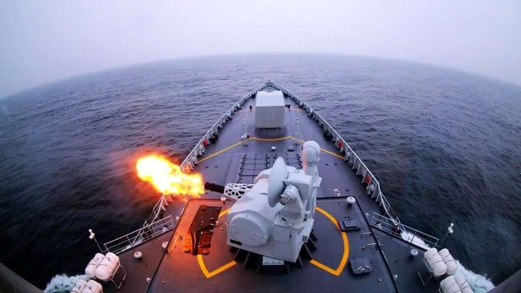 倾泻火力!看东部战区海军驱逐舰实弹打靶