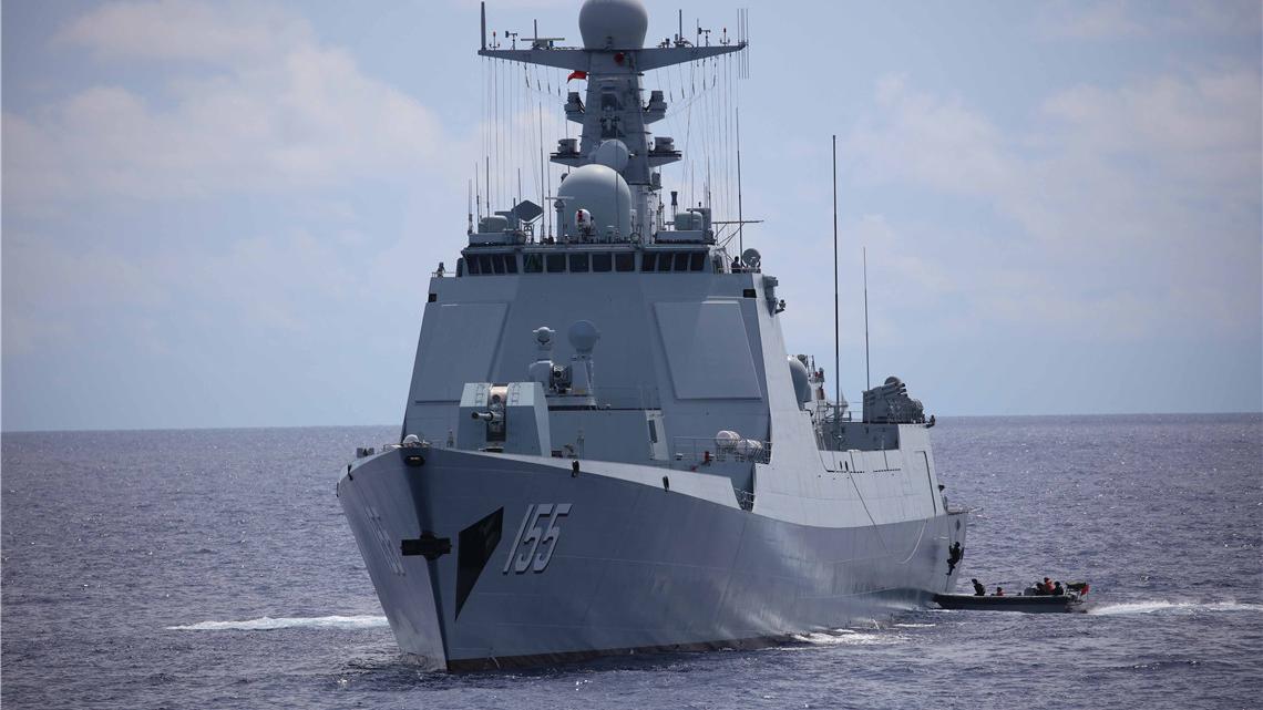 """海上""""反海盗""""!看海军护航编队远海练兵"""