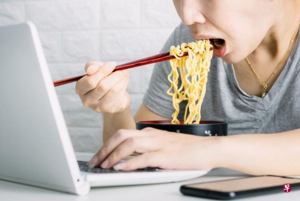 """外卖快餐""""吃""""出心血管疾病 营养师指点减""""三高"""""""