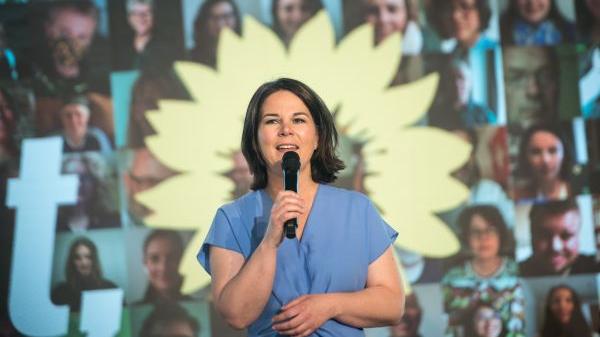 外媒:德国绿党提名安娜莱娜·贝尔伯克为总理候选人