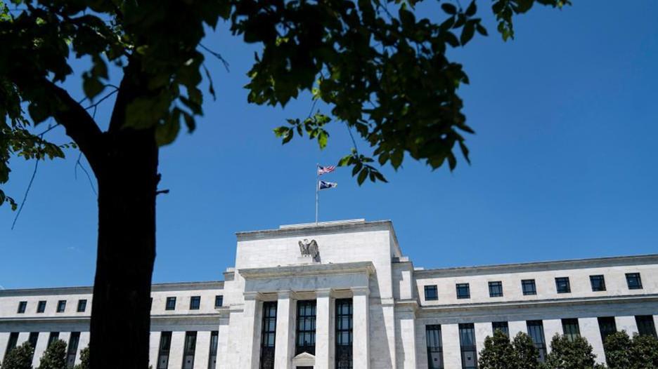美联储维持联邦基金利率目标区间不变 大幅上调通胀预期