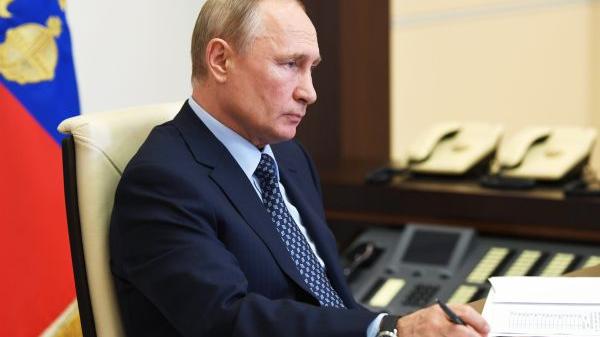 外媒:普京提名俄外长防长参选杜马
