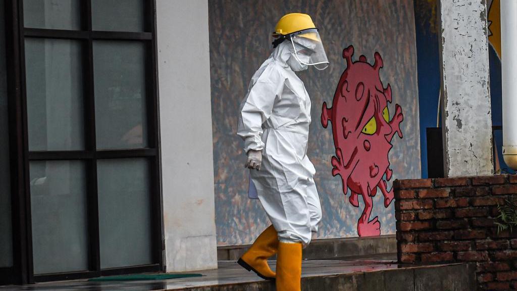 印尼累计新冠确诊病例数超200万 收紧公共活动限制措施