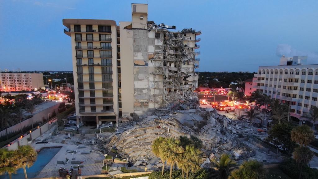 美佛罗里达州一住宅楼局部坍塌致至少3死12伤