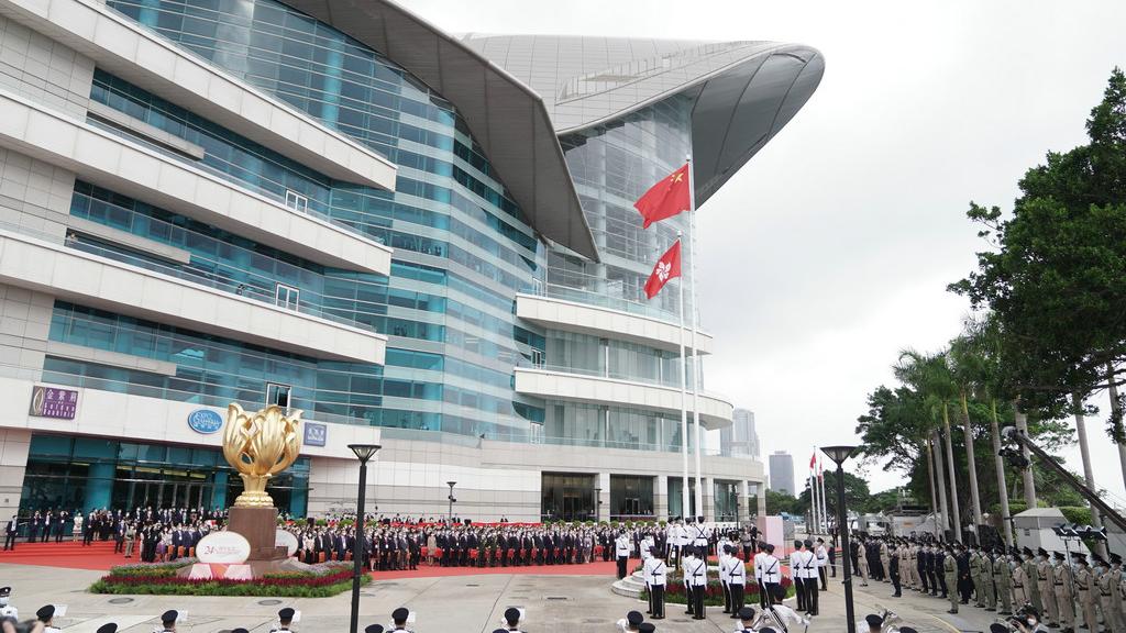 香港舉行升旗儀式慶?;貧w祖國24周年