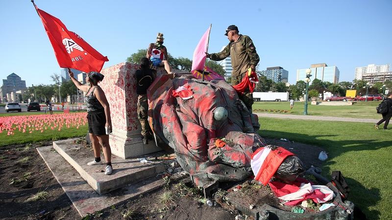 西媒:原住民儿童悲剧接连曝光 加拿大国庆日变成哀悼日