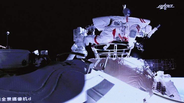 外媒关注:中国航天员太空漫步再创历史