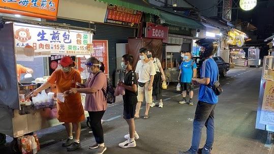 台媒:夜市摊位锐减 台湾服务业快撑不下去