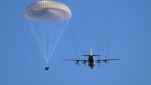 伞花天降!看海航大学运输机空投物资训练