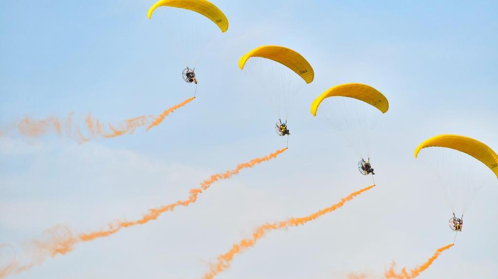 2021湖南(国际)通用航空产业博览会举行动态飞行表演预演