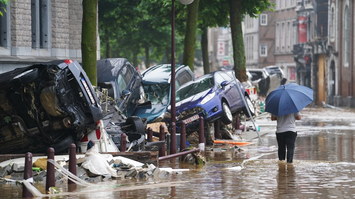 外媒:暴雨洪灾致使西欧损失惨重