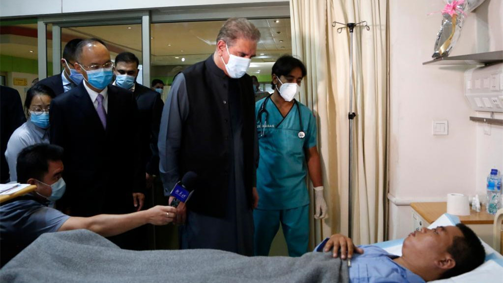 巴基斯坦外长看望恐怖袭击事件中受伤的中方人员