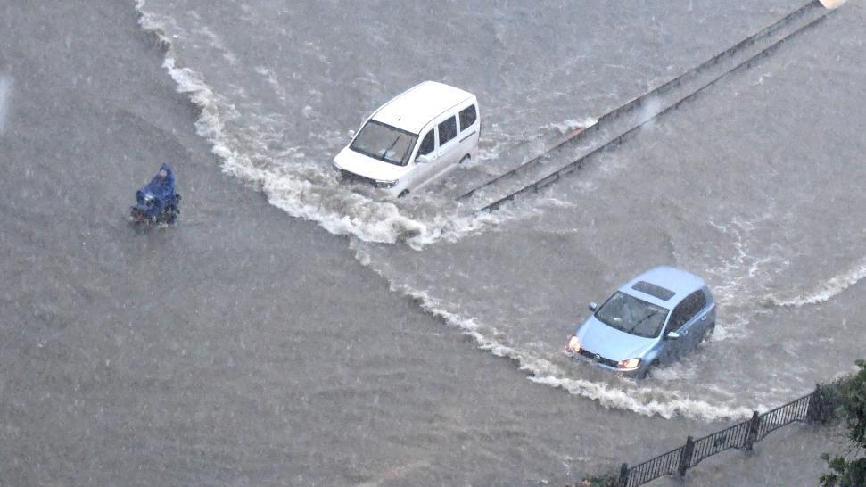 郑州遭遇历史极值暴雨