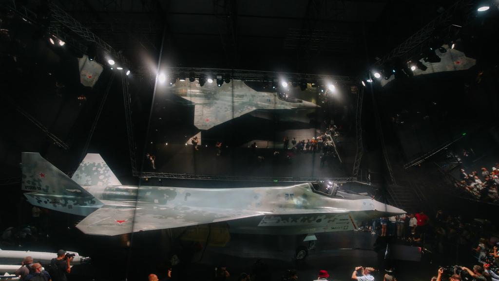 俄媒:普京参观俄新型单发五代机
