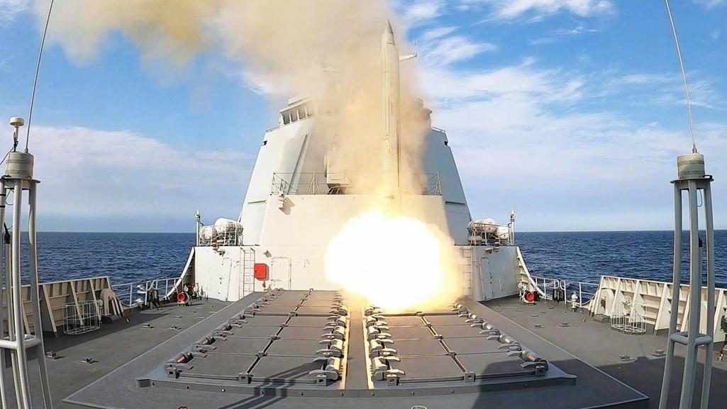 踏浪出击!看北部战区海军淮南舰实弹攻防演练